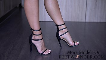 Change 2 pairs of high heeled shoes and show my feet